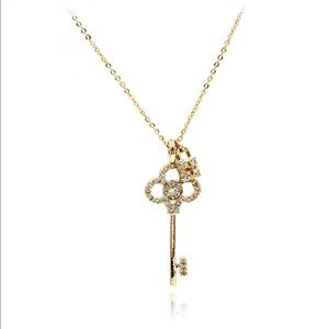 Gold simple temperament clavicle necklace